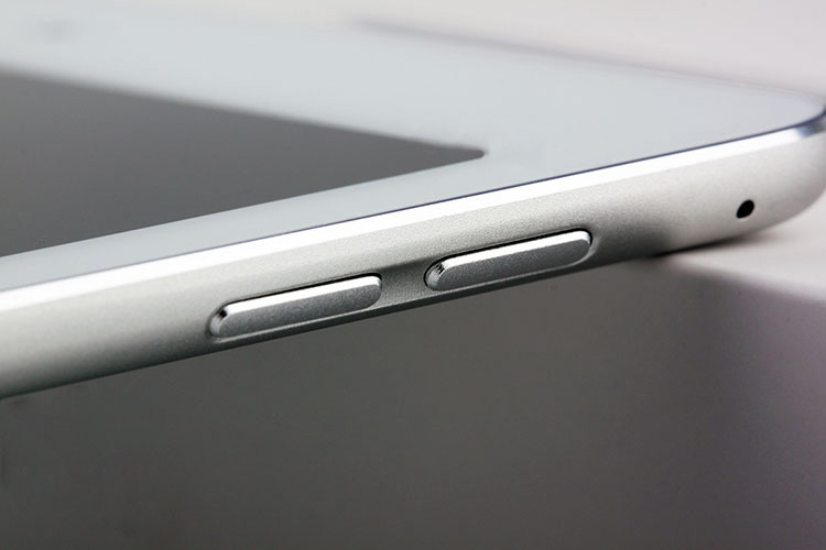 Alleged-iPad-Air-2iPad-6-dummy-design-leaks-out-Touch-ID-fingerprint-scanner-is-a-go (4)