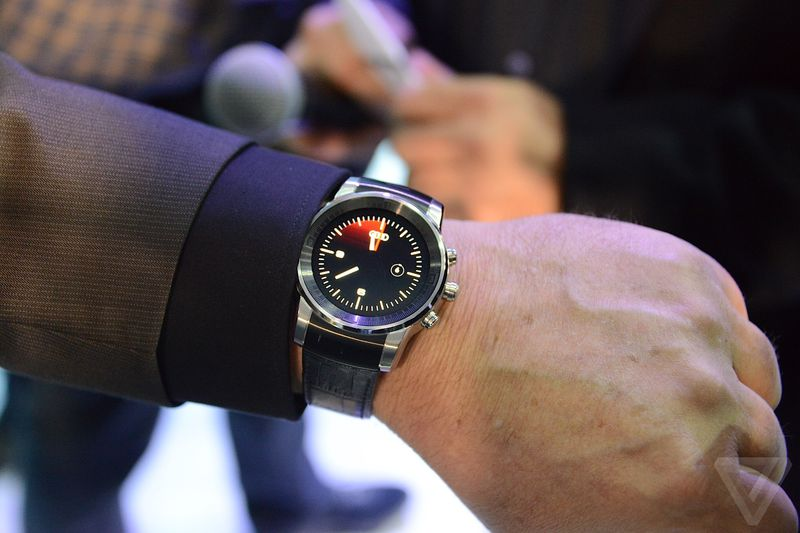 Mysterious-LG-smartwatch-spotted-at-CES-2015 (1)