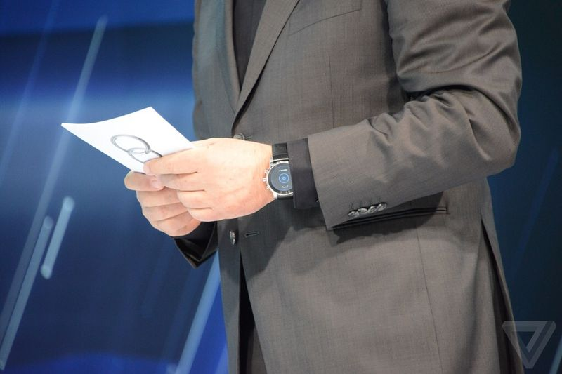 Mysterious-LG-smartwatch-spotted-at-CES-2015 (2)