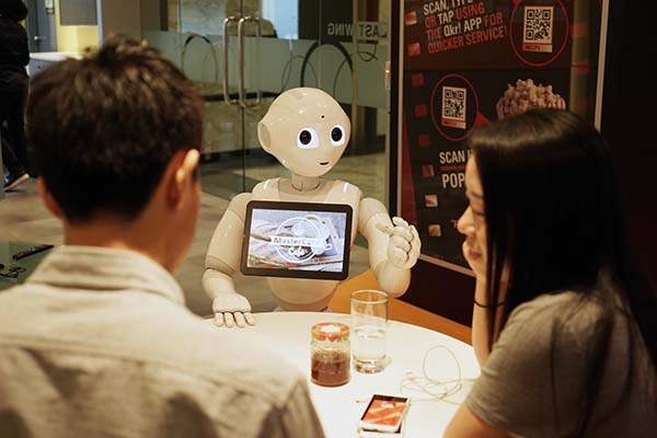 Pepper engaging diners
