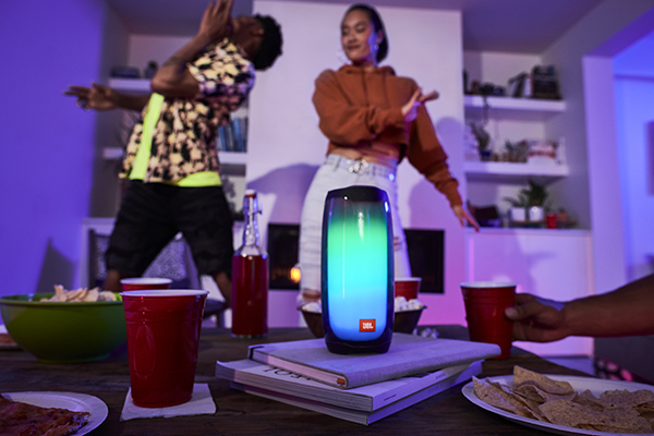 JBL Pulse 4 Living Room Party 3