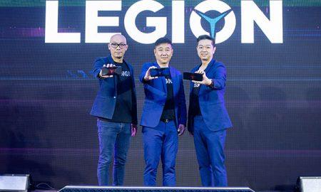 ผู้บริหารเลอโนโวถ่ายภาพในงานเปิดตัว Lenovo Legion Phone Duel